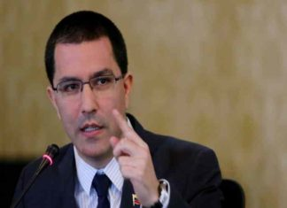 Arreaza llama a la coherencia al presidente español Pedro Sánchez
