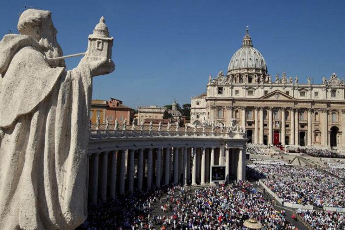 El Vaticano subraya a delegación de Guaidó necesidad de una solución pacífica