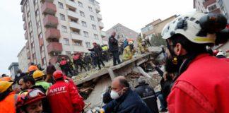 Un muerto y cuatro personas sepultadas deja derrumbe en Estambul