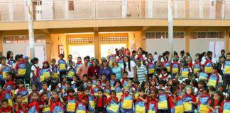 Más de 500 estudiantes de E.B Punta Cardón recibieron kits y uniformes escolares