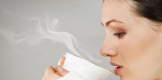 Tomar bebidas calientes aumenta el riesgo de cáncer de esófago (+Estudios)