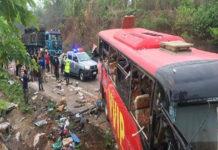 65 muertos deja choque de dos autobuses en Ghana