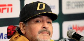 Maradona retenido en el aeropuerto de Buenos Aires