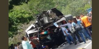 Choque entre una gandola y dos busetas dejan 2 fallecidos y 20 heridos en la ARC