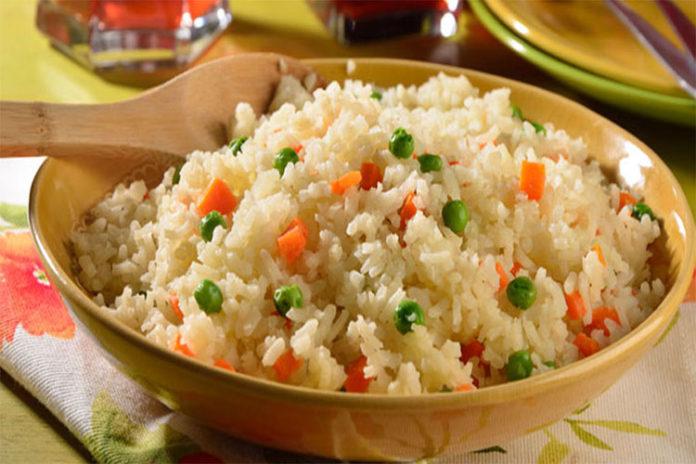 Evita comer arroz recalentado y no tendrás esta bacteria