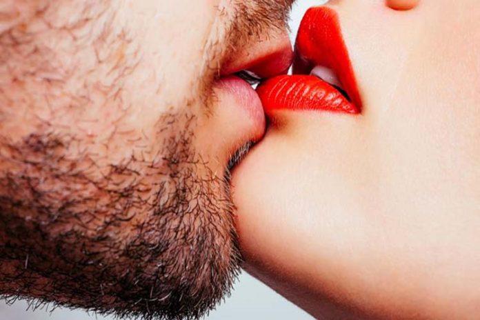 Besar con lengua podrías provocar está enfermedad sexual