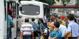 Transportistas consideran insuficiente pasaje en Bs 300