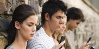 Por la culpa de celulares, a los jóvenes se les están creando un cuerno en el cráneo