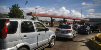 ¡Otra pelea! Dos hombres se cayeron a golpes en una gasolinera de Maracaibo (+Video)