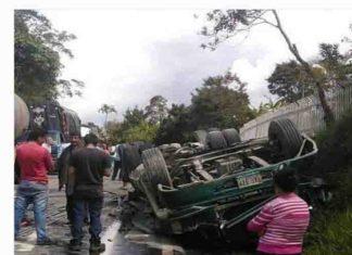 ¡Sin frenos! Vuelco de camión en Colombia deja cuatro personas muertas, tres son venezolanos (+Video)