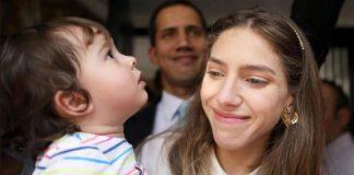 Fabiana Rosales y su hija Miranda, retornan a Venezuela