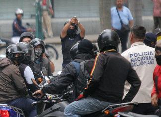 Agreden diputados y periodista al salir de la AN (+Foto+Video)