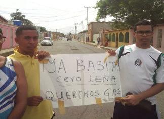 Coro se mantiene en protesta en llenado de gas