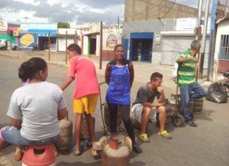 FOTOS+VIDEO: Coro cerrada con cilindros de bombonas por las cuatro esquinas