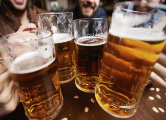 Una cerveza fría después del trabajo es excelente, afirma la ciencia