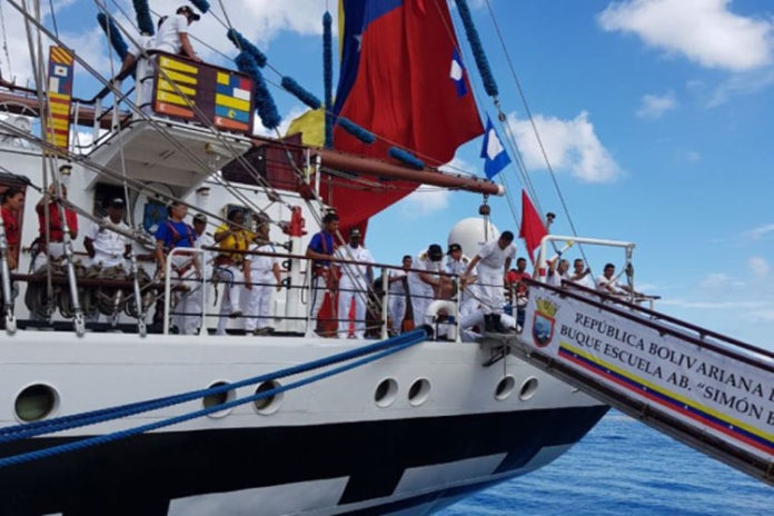 Buque escuela Simón Bolívar visita a Cuba