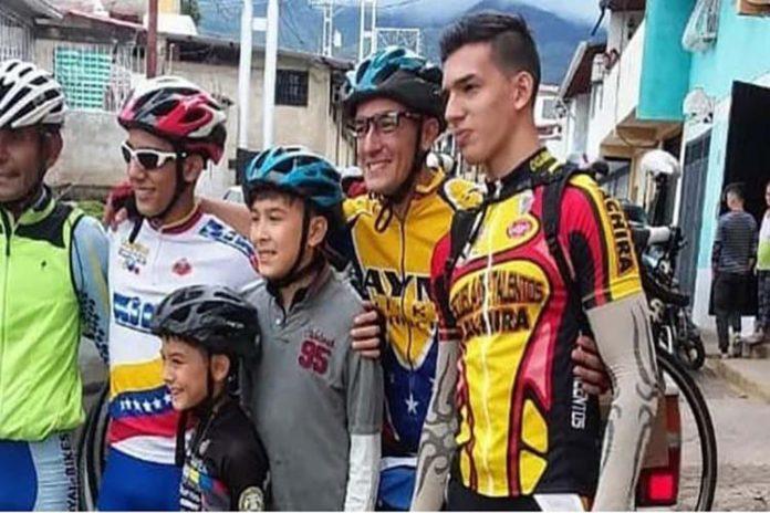 ¡En bicicleta!, así emigró una familia venezolana a Argentina (+Video)