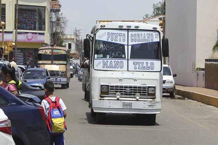 Violentando la ley: Transportistas de Coro cobran 500 bolívares el pasaje
