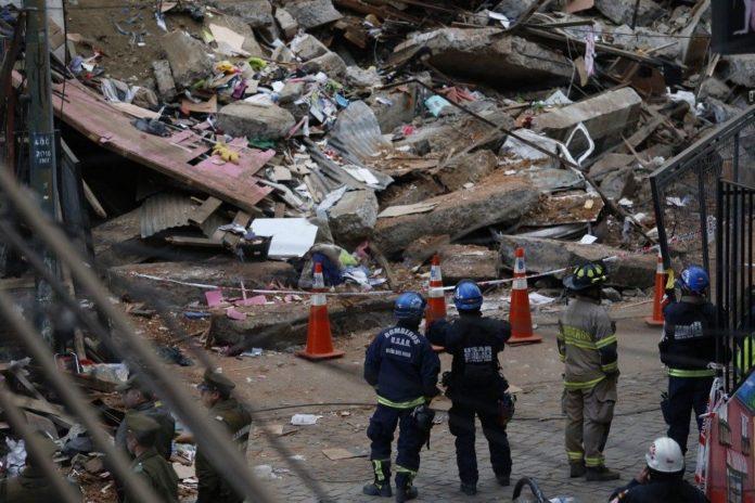 Dos venezolanos entre los muertos de derrumbe en puerto chileno de Valparaíso