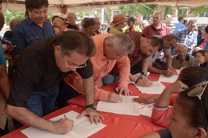 Chavismo de Carirubana recolectan firmas en contra de sanciones a Venezuela