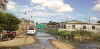 Olores nauseabundos ahogan a vecinos del sector cinco de la Urb. Cruz Verde