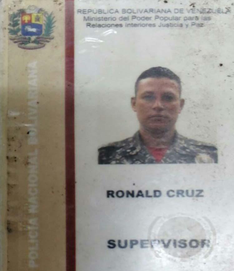 A las 9 de la noche de este lunes un grupo de delincuentes somete al supervisor de la PNB Ronald Daniel Cruz de 36 años de edad.