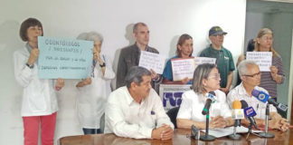 $200 exigen trabajadores de la salud por «daños y perjuicios»