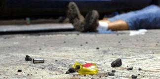 Muere un comerciante por quedar en la línea de fuego entre bandas