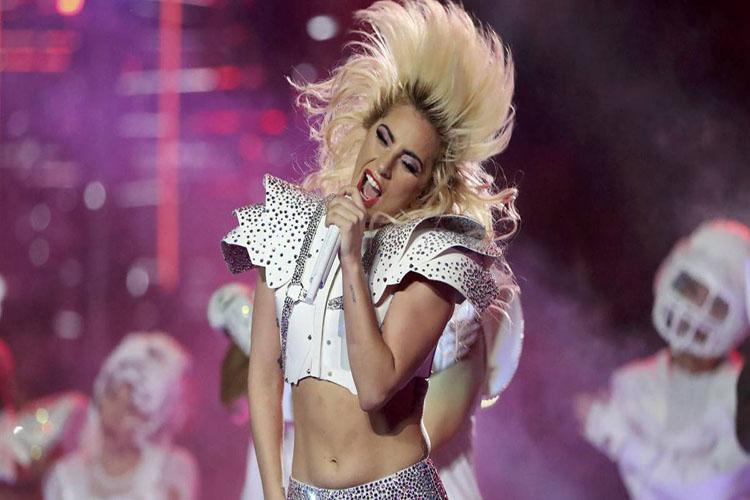 Lady Gaga se dio duro en una estrepitosa caída en Las Vegas (+Video)