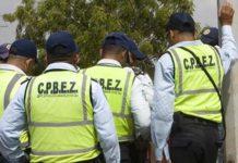 Arrestan a un cpbez con 288 balas y dos granadas dentro de carro