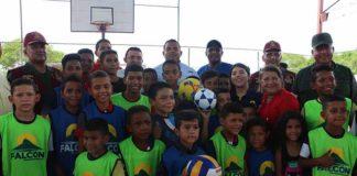 Gobernador Víctor Clark entrega cancha número 31 en Píritu