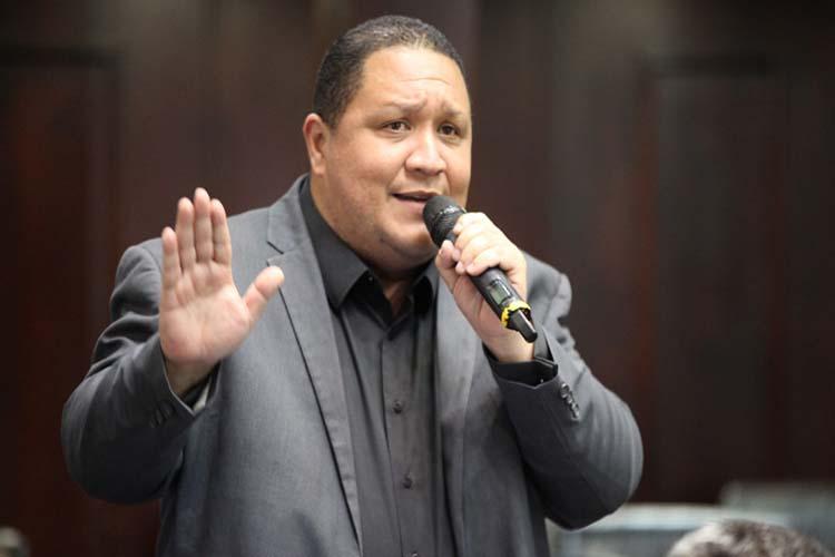 Brito: Maduro no puede llamarse democrático cuando tiene más de 600 presos políticos