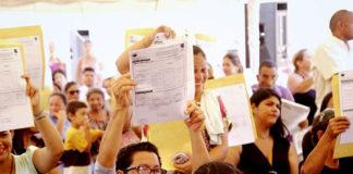 Gobernador y ministro entregaron 31 casas en sector La Pastora de Los Taques