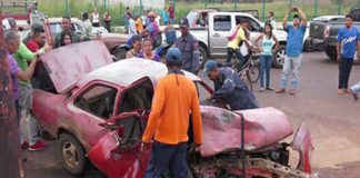 Ecuatoriano murió aprisionado por un vehículo tras un choque en El Tigre