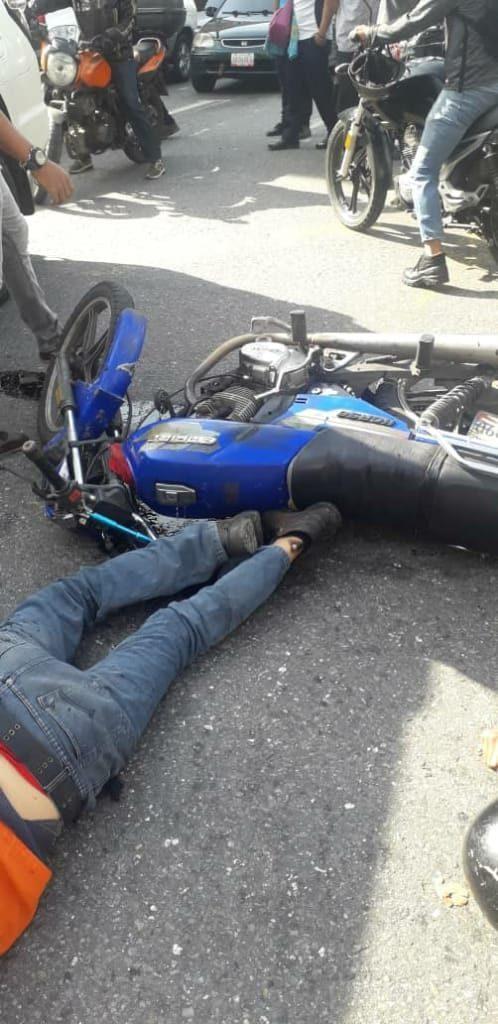 Fotos: Dos presuntos delincuentes mueren al intentar someter a un Polichacao