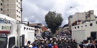 GNB,PNB y chavistas bloquearon la marcha opositora a Corpoelec