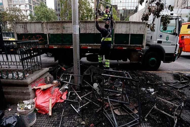 En medio de saqueos y destrozos, chilenos marcharán a Palacio de La Moneda (+Fotos y video)