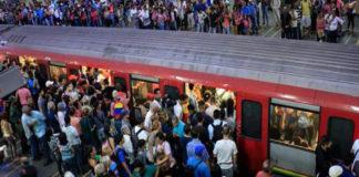 Metro en Chacaíto se varó en el túnel y la PNB ayudó con el desalojo