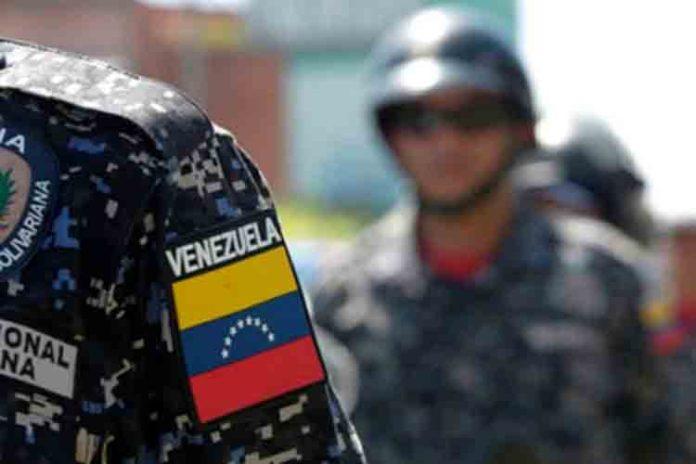Los Oficiales Alfredo Jordano Crespo Gudiño de 36 años de edad y Tonel Alberto Benavides de 27 fueron asesinados