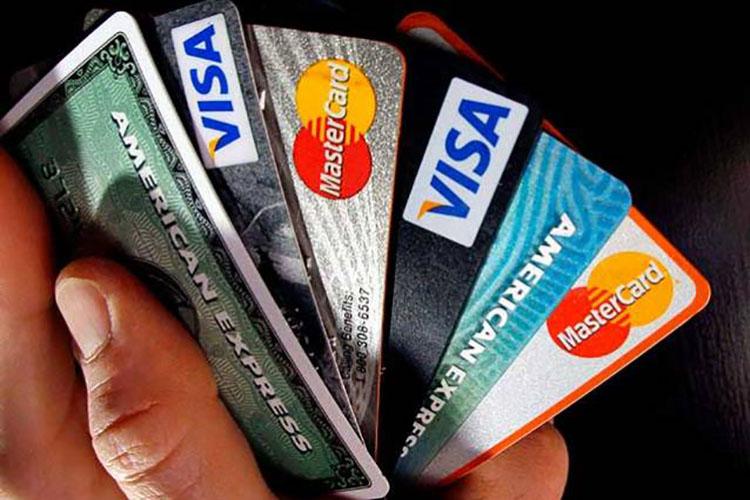 Banca venezolana plantea fusionar tarjetas de crédito para reducir costos