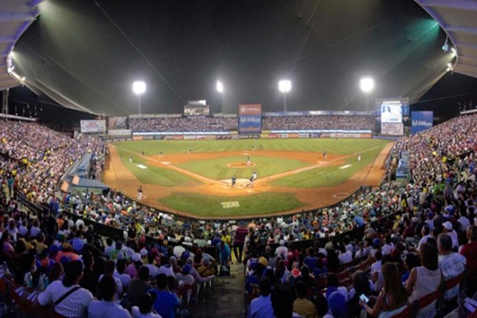 Lacava llenó el estadio José Bernardo Pérez con entradas gratis