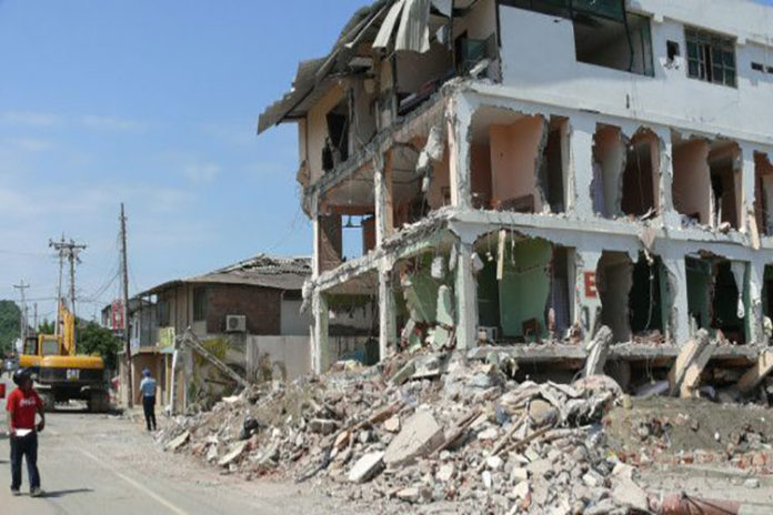 Falconiano murió al caer del quinto piso de un edificio en Lima