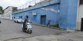 Mérida: Zanja dificulta el libre tránsito automotor en avenida 2 Lora