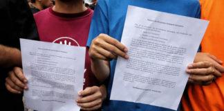 VIDEO  Petitorio fue entregado a la FANB pese a no llegar hasta Fuerte Tiuna