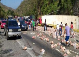 Cuatro fallecidos y cinco heridos dejó vuelco del camión de perniles en Carabobo