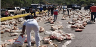 Varios heridos deja vuelco de camión cargado de perniles en Carabobo
