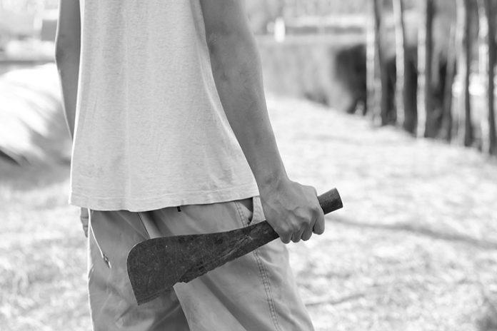 Hombre con machete por poco mata a dos guardias en Maicillal