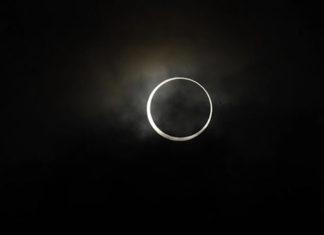"""""""Anillo de fuego"""", el eclipse solar que atrae a miles de personas en Asia"""