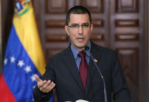"""""""Absurdas"""" sanciones de EE UU contra funcionarios venezolanos, dijo Arreaza"""