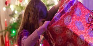 Niñas de 4 años gastan 700$ para comprar juguetes de Navidad por Amazon escondidas de su madre (+Video)